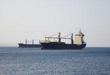 """Photo of شركات التأمين على السفن تخطط لرفع الأسعار خشية هجمات """"حوثية"""" جديدة في البحر الأحمر"""